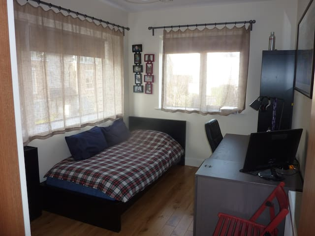 bright single room in beautiful area