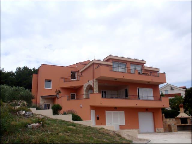 Luxury Apartment REGINA DEL MARE 2 - Slatine - Departamento