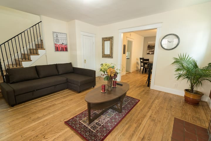 Central Crash Pad Minutes from D.C. & UMD