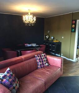 Maison vintage , chambre bouddha - Mons - House