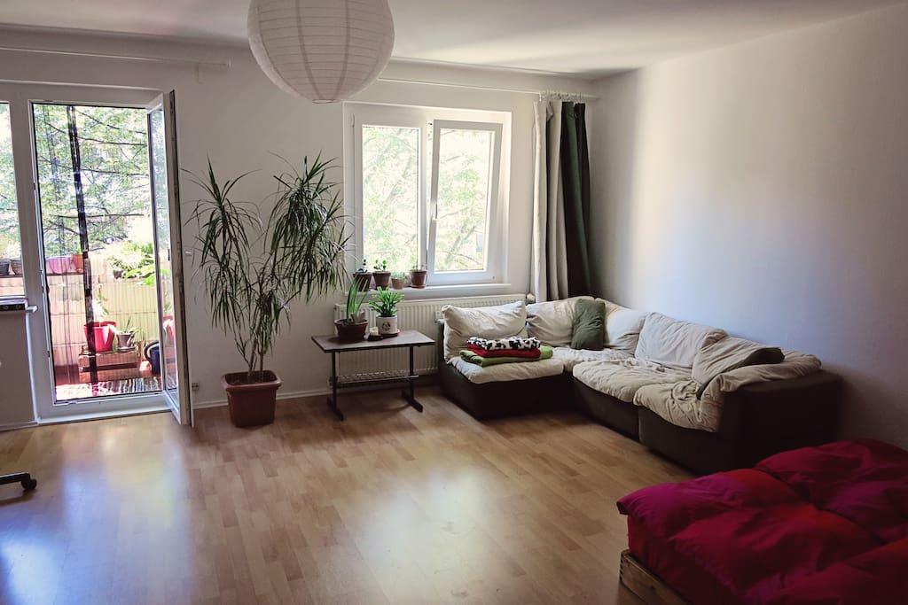 Sofa-Ecke im Wohn- & Schlafzimmer.
