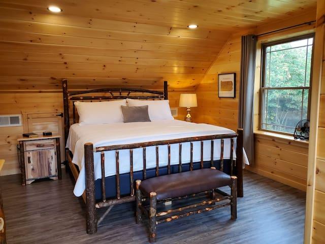 Bedroom #3 - Second Floor - King Bed, 2 Nightstands, 1 Lamp, Luggage Bench