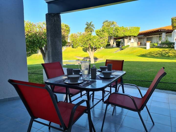 Estrena casa con hermosa vista, jardines y alberca