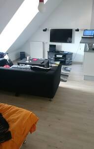 Beau studio tout équipé avc parking - Vauréal - Apartament