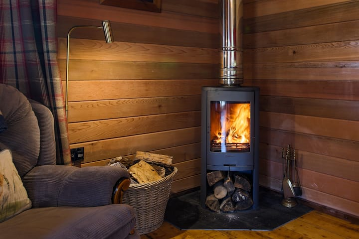 RIVERSIDE CABIN | LOG BURNER | CAMEL TRAIL|RETREAT