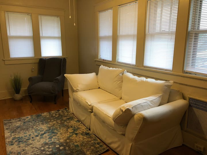 The Crash Pad: 1.5 mi/ $5 Uber to Downtown