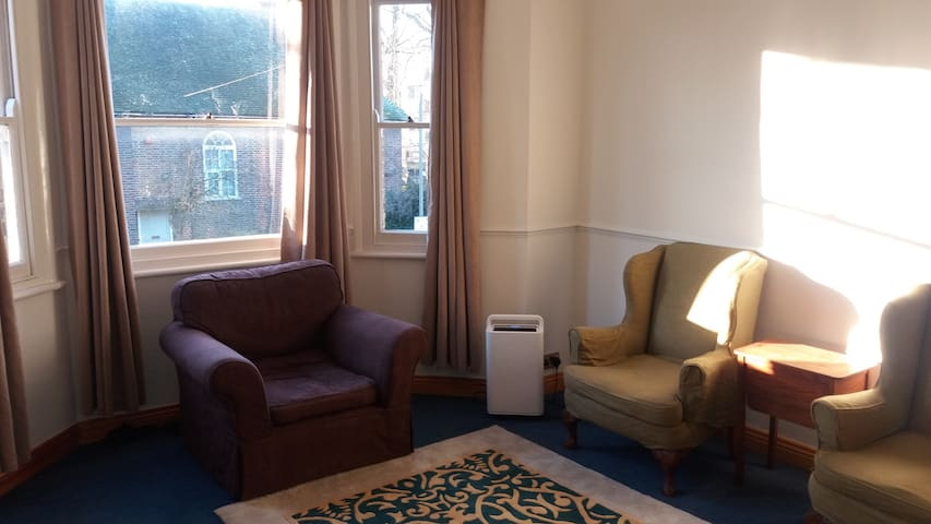 Two Bedroom Flat in Clapham Junction/Battersea - London - Apartment