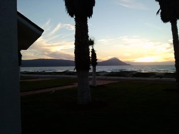 14 de Febrero, frente playa!! Cerca Bufadora