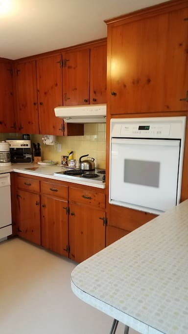 Cape Cod style kitchen with all you need!!