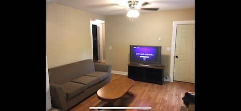 Apartment close to Temple, River, and Highways.