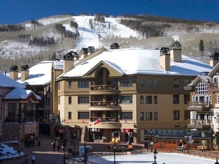 5 star in heart of BC. Ski in/out - daily maid svc