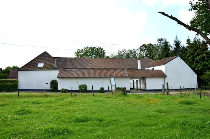 Beautiful farmstead in green oasis - Alken - Kabin