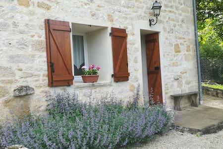 Studio with views. Dordogne Valley. Lot. nr Martel