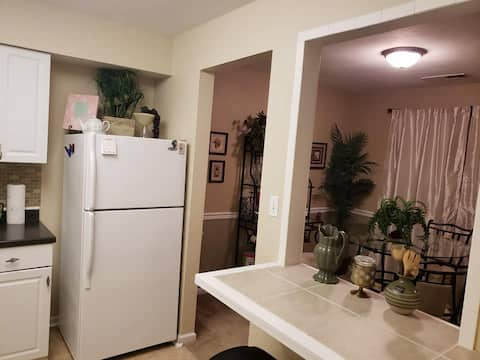 Perfect Townhouse for Longterm Stays with EXTRAS!