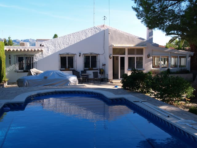 Villa sleeps 6. 2 Double rooms and a twin. - Les Tres Cales - Vila
