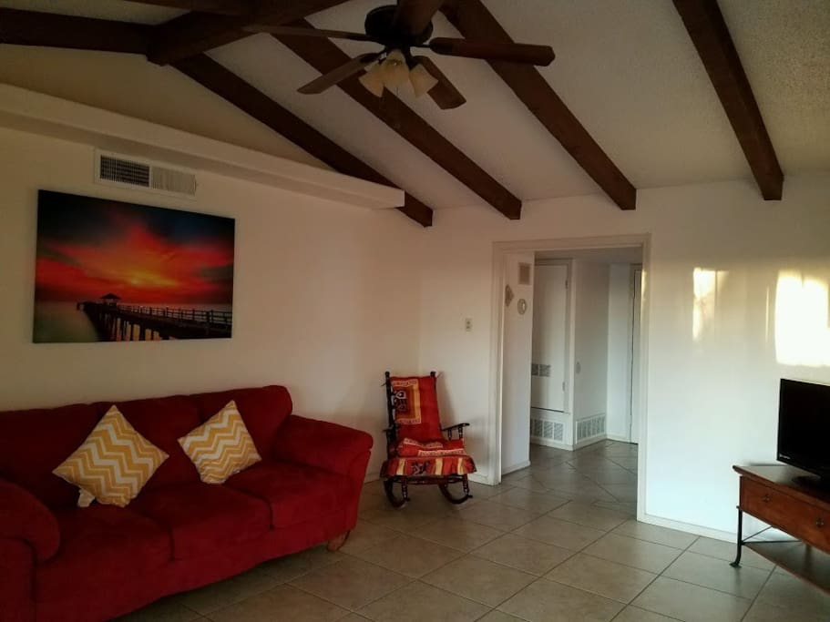 S o retreat home welcomes you maisons louer el for Kids party rooms in el paso tx