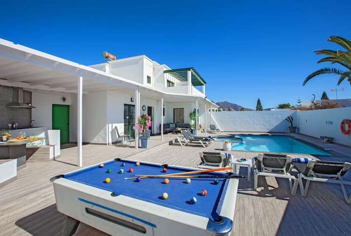 Villa Esmee - Villa with Private Pool & Pool Table