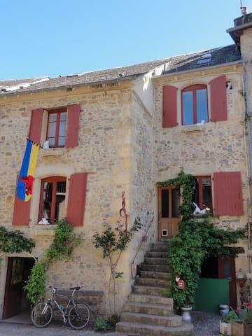 2ème Chambre dans maison 3 pers. ( 2 lits ) - Sainte-Eulalie-d'Olt - Bed & Breakfast