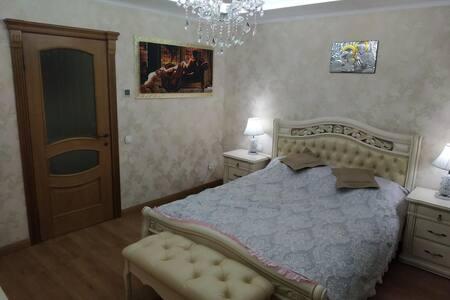 Шикарна квартира в класичному стилі