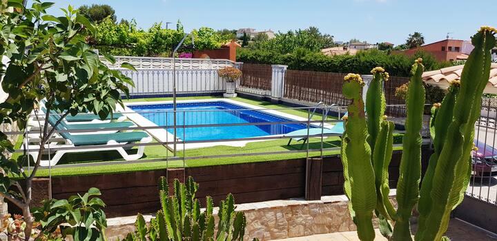 Preciosa Villa con piscina privada en C.Cunit