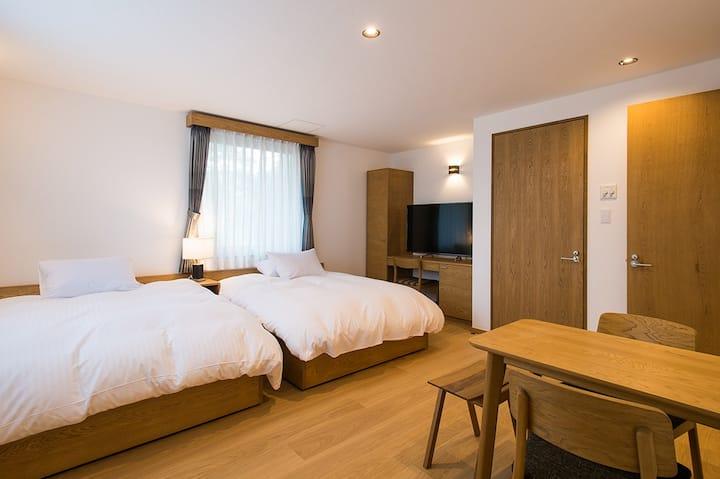 日本の伝統建築工法で建てられた、一棟貸しのVILLA型宿泊施設。NISEKO REISE HOUSE