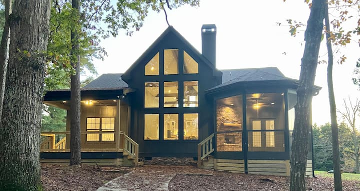 New Lakefront Hartwell Home, Private Dock, Kayaks