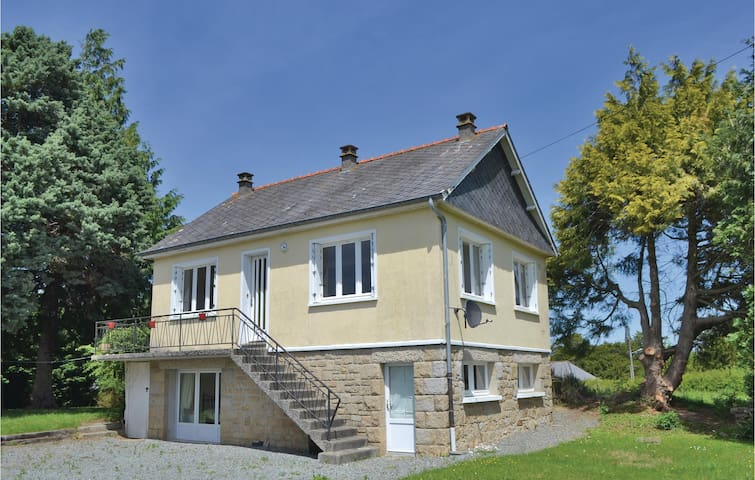 Holiday cottage with 3 bedrooms on 76 m² in St. Lormel