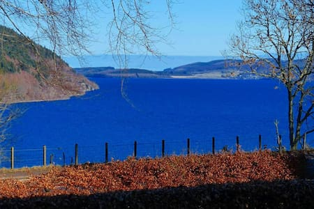 Luxury en-suite room, Loch Ness view & breakfast