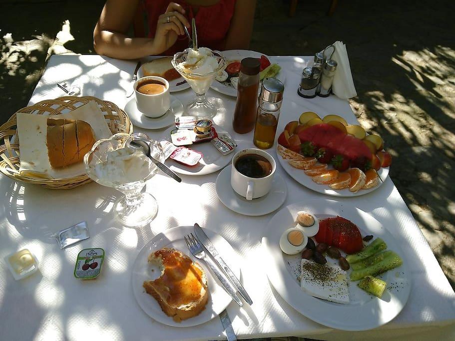 Greek breakfast in the garden of Hotel Maria!