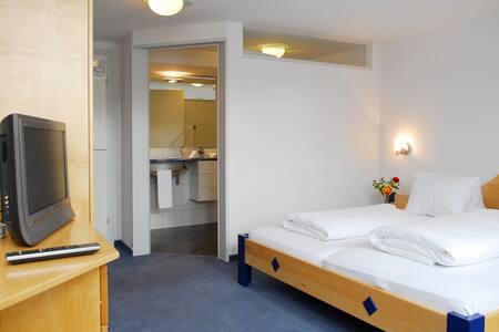 Einfache Zimmer mit eigenem Bad