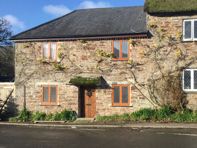 Beautiful 15th Century Cottage in South Devon