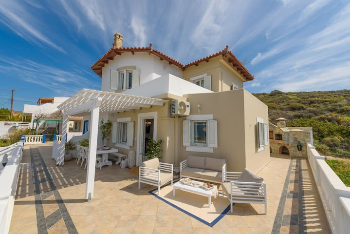 Full view in a luxury house beside the beach-Crete