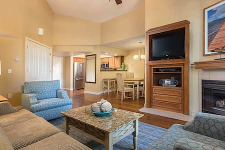 4th of July in Tahoe!!! 2 Bd Presidential suite - Zephyr Cove-Round Hill Village - Selveierleilighet