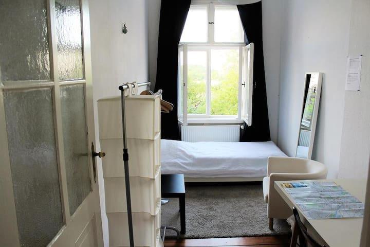 Free Bike | Nice room near Alexanderplace | Wifi - Berlín - Pis