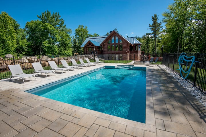 5Bed/4Bath Pool/Spa on the lake