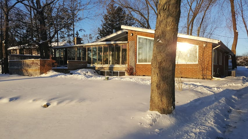 Cozy Lakefront Cottage in Scugog Lake