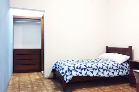 Nice private room with bathroom - Tuxtla Gutiérrez - Gästehaus