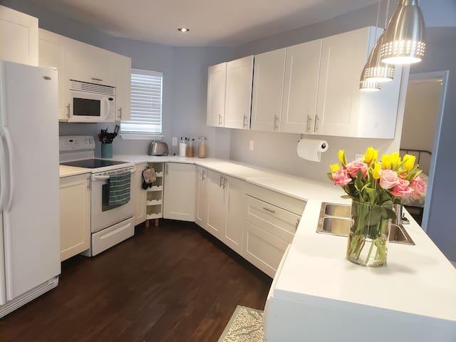 Centrally Located Renovated & Comfy Jax Home