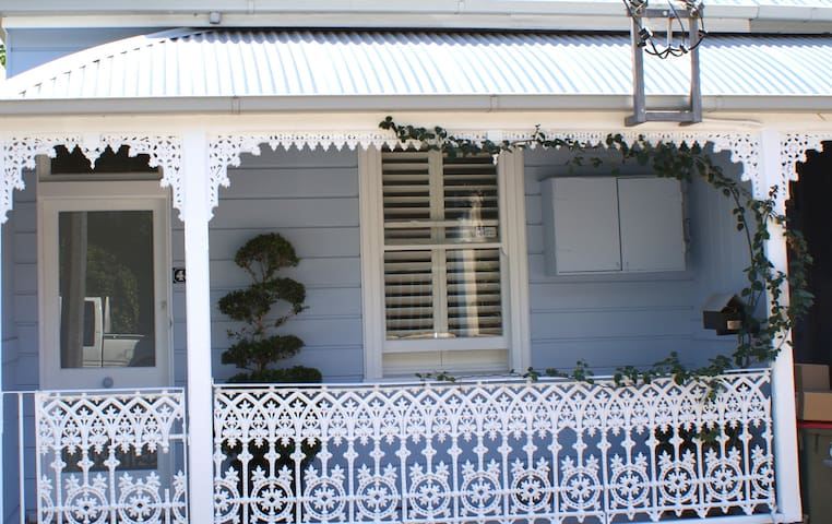 French style 4 room suite, harbourside Birchgrove - Birchgrove - Casa