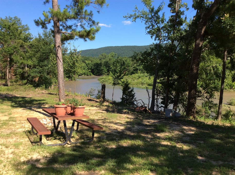 Adorable Cottage Suite right on the Kiamichi River by Lake Sardis & the Talimena Scenic Drive