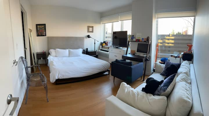 Large bedroom in 2 bed apartment w private outdoor