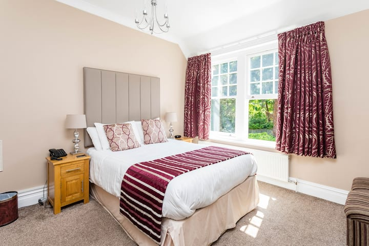 The Lawn Guest House Premium Double Room