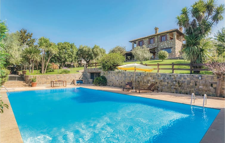 Holiday cottage with 5 bedrooms on 400m² in Anguillara Sabazia RM