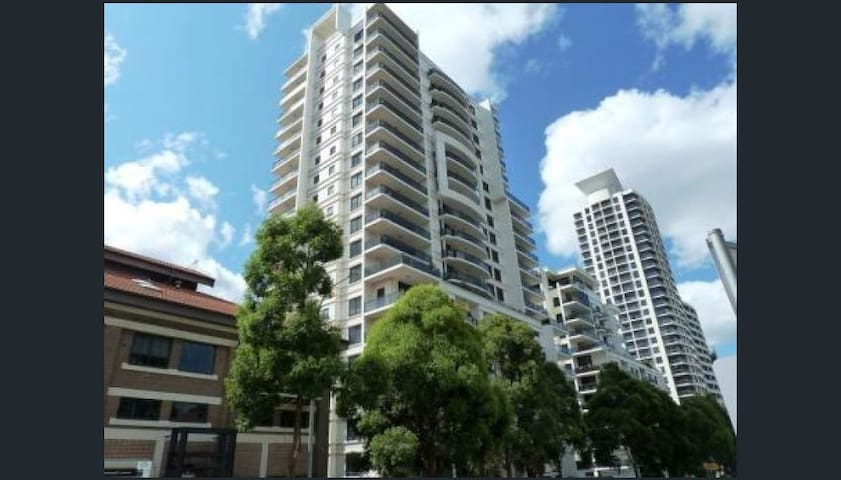 Stylish top floor room Stunning view North Sydney