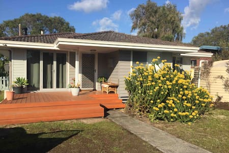 Hobson St Bungalow - a short walk to the bay