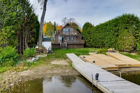 MathCath Lakefront cottage 25 mins from Ottawa - Val-des-Monts - Шале