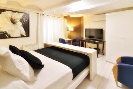 Room suite 20 minutes from the center of Barcelona - Molins de Rei