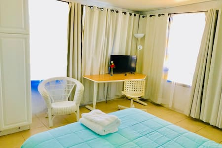 large room w/queen bed, 5 min. walking  to FIT