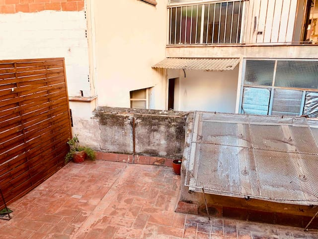 New apartment next to the subway with terrace 15m2