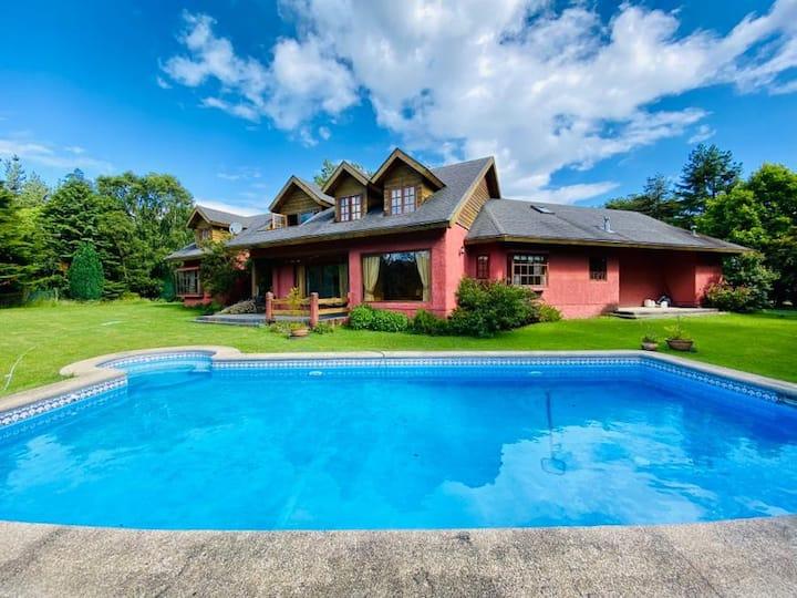 Casa de campo con piscina a 6 Km de Pto. Montt